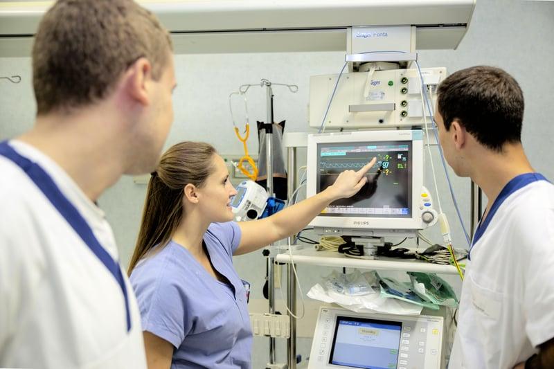 Giornata_mondiale_infermiere_arte_stare_accanto_prendere_cura_UniSR (14)
